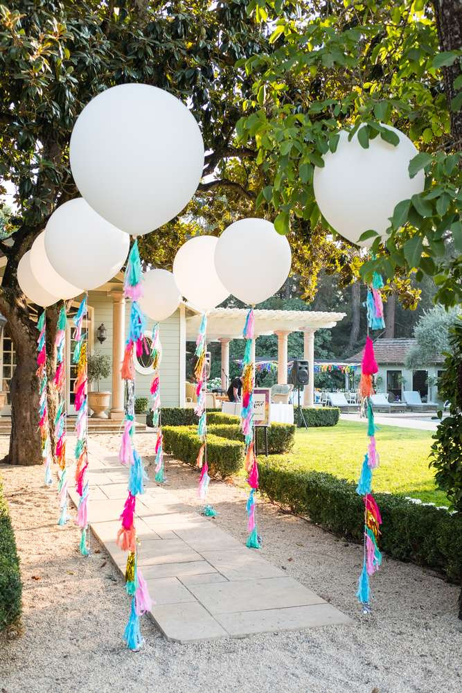 Outside Celebration Decor Ideas - Here some ideas for your Drive-by Birthday Parade Party. Time to celebrate outside and from your car. #drivebyparty #drivebybirthday