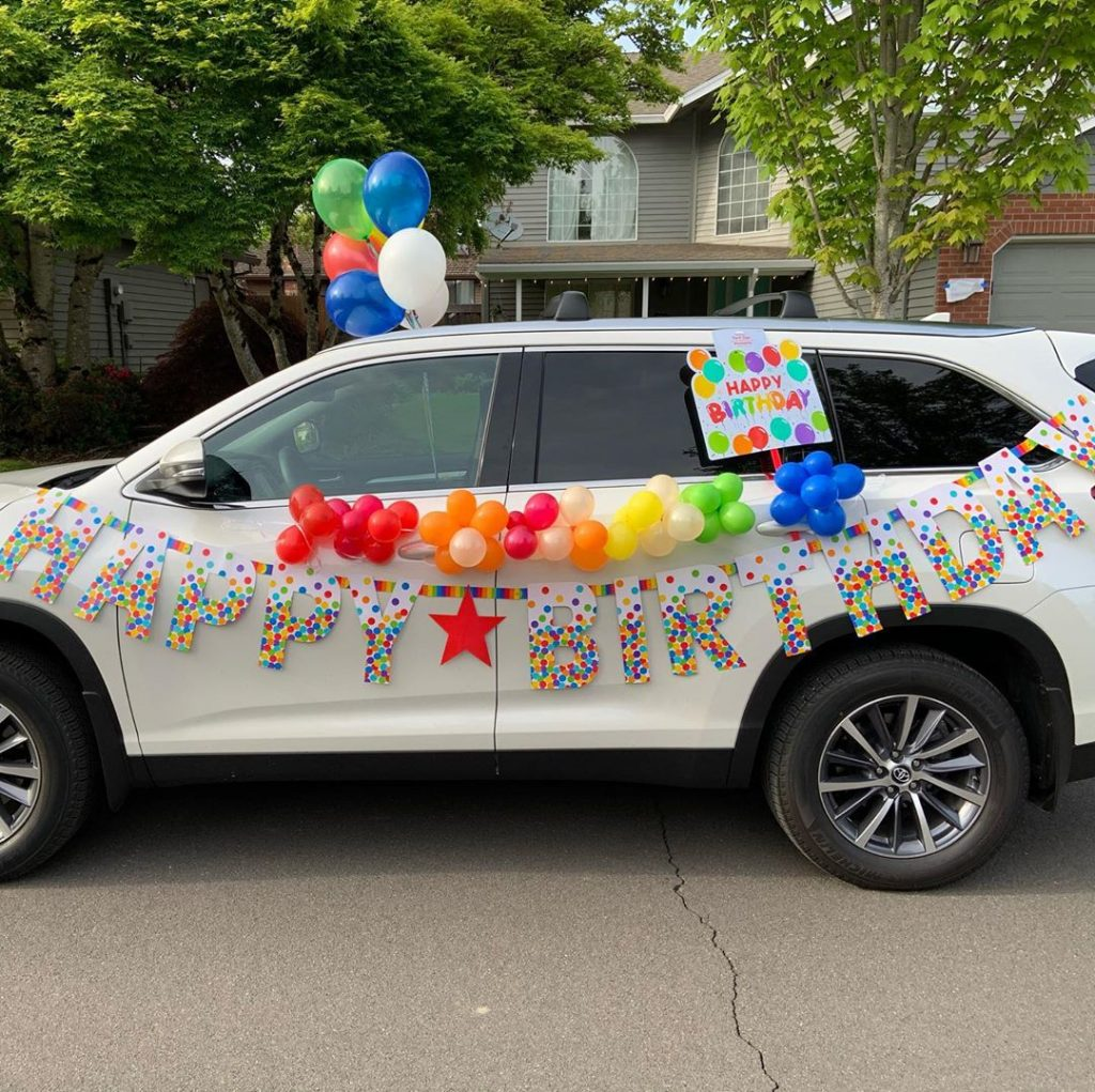 Decor your car for the Drive-By Party. Here some ideas for your Drive-by Birthday Parade Party. Time to celebrate outside and from your car. #drivebyparty #drivebybirthday